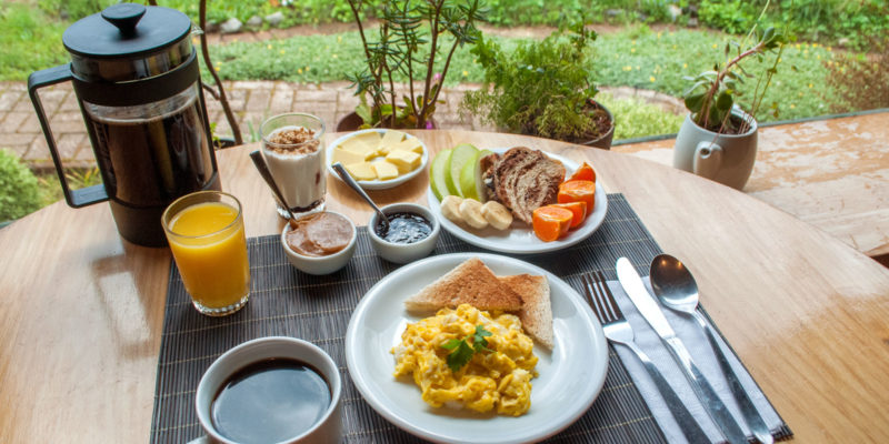 breakfast at hosteria de la colina